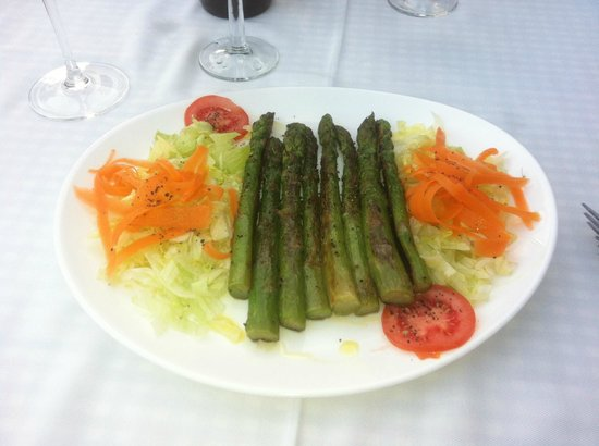 La Noria : Fresh grilled green asparagus