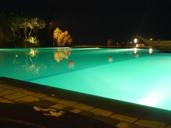 Heritance Ahungalla: The pool at night, from the bar