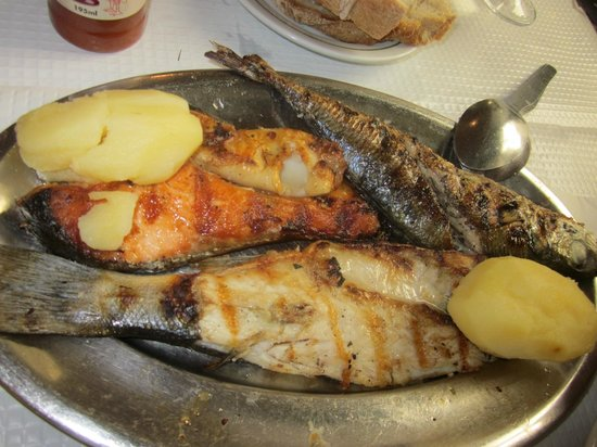 Floresta Das Escadinhas: Mixed fish for two