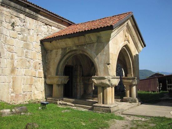 Bagrati Cathedral and Gelati Monastery : entrée de l'académie