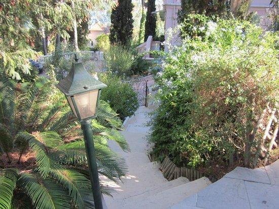 Villa Heliotropes : vue depuis l'escalier de la piscine
