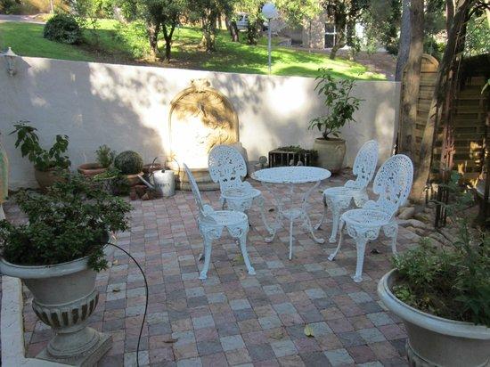 Villa Heliotropes : le petit salon extérieur