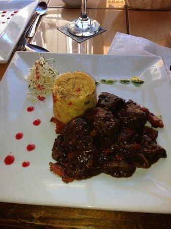 Le filou de Montpellier : filete con salsa al vino con champiñones