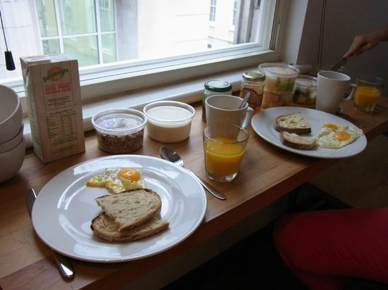 Fleet River Rooms: Breakfast in room due to bank holiday