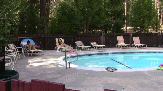 Cromberg, CA: Nice pool area
