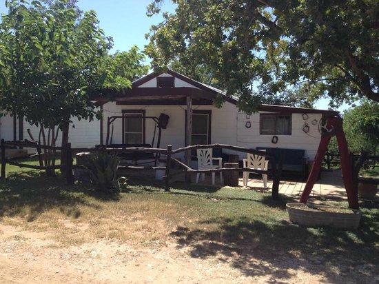 Twin Elm Guest Ranch: Our cabin. 2 bedrrom