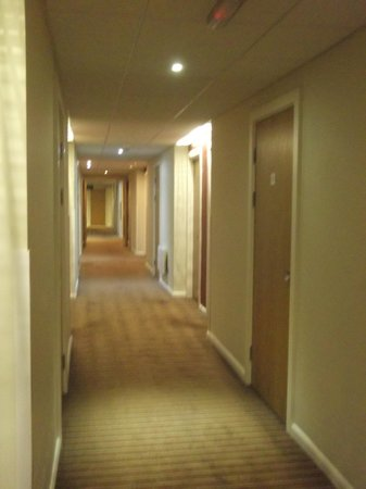 Holiday Inn Express Cardiff Bay: Hotel corridor