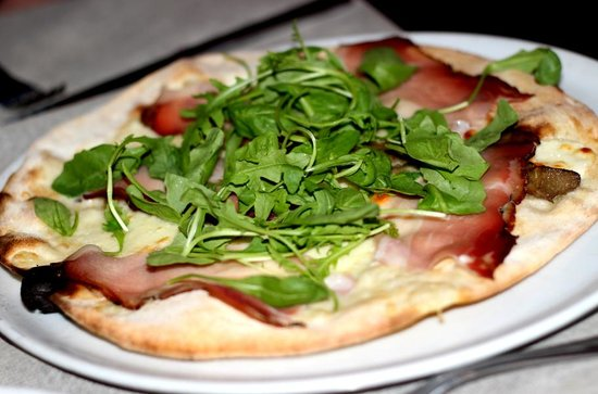 Pizzeria Dante: Lack of ham covered by rocket.