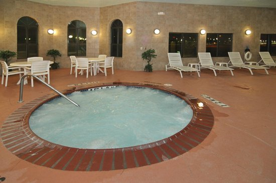 Quality Inn & Suites: Hot Tub