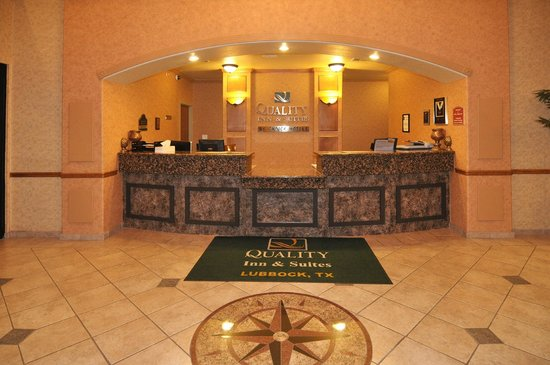 Quality Inn & Suites: Front Desk