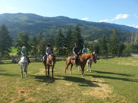 Vavenby Trail Rides: The cowgirl and cowboy experience
