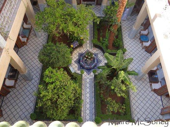 Riad Dar Sbihi: Courtyard garden from roof terrace