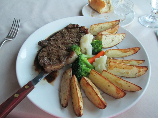 Surfside Inn: Steak and Roasted Potatoes..Delicous!
