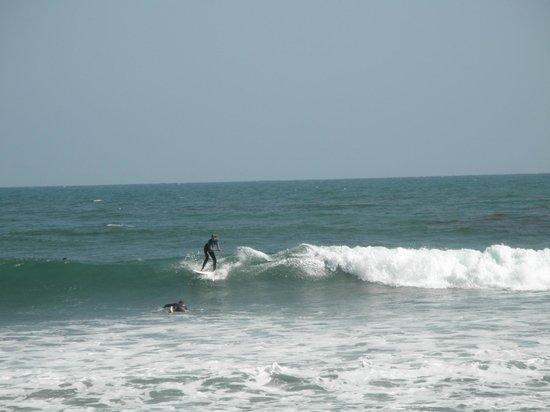 Topanga State Beach: Very cold surf day at Topenga Beach