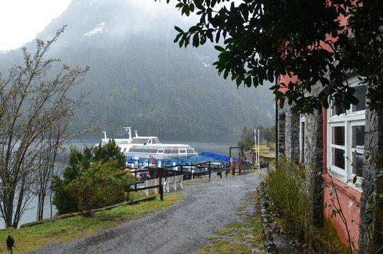 Turisur Navegando la Patagonia: Barco Puert Blest