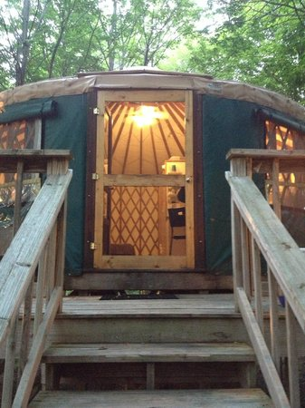 Harmony Hill Lodging & Retreat Center: Our wonderful Green Yurt!