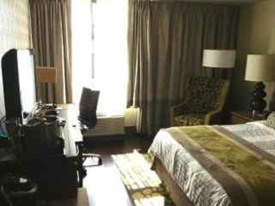 Hotel Indigo Long Island - East End: Room with queen bed