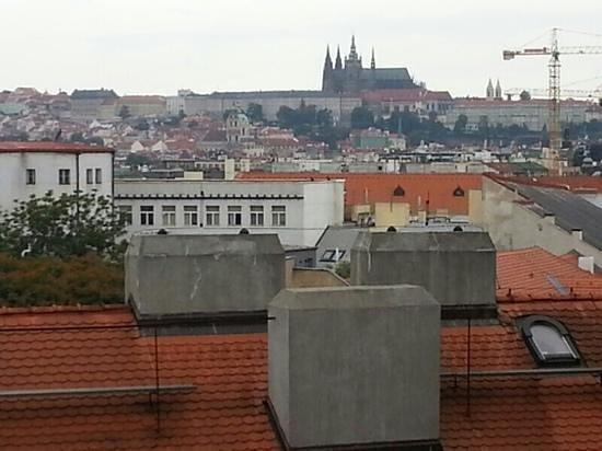 Hotel Majestic Plaza Prague: Вид из номера на 6 этаже.