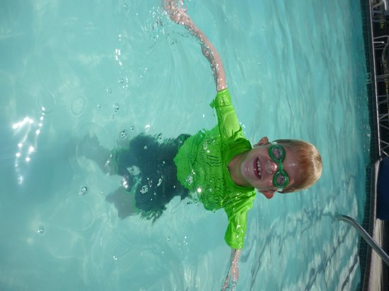San Clemente Inn: my son in the pool
