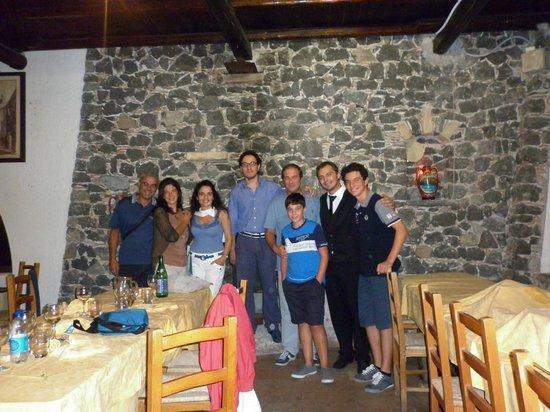 A Massaria: foto di gruppo con Alessandro e Salvatore