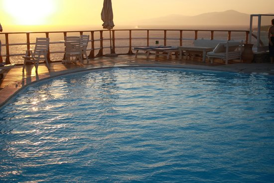 Mykonos View Hotel: sunset by the pool!
