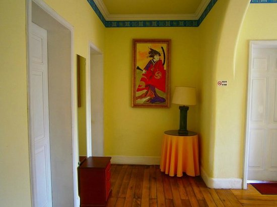 Yellow House Hotel: Hallway