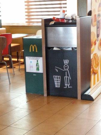McDonald's: poubelle qui déborde sans jamais être vidées