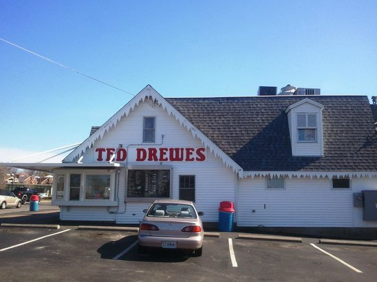 Ted Drew's Frozen Custard: Our faithful car parked outside.