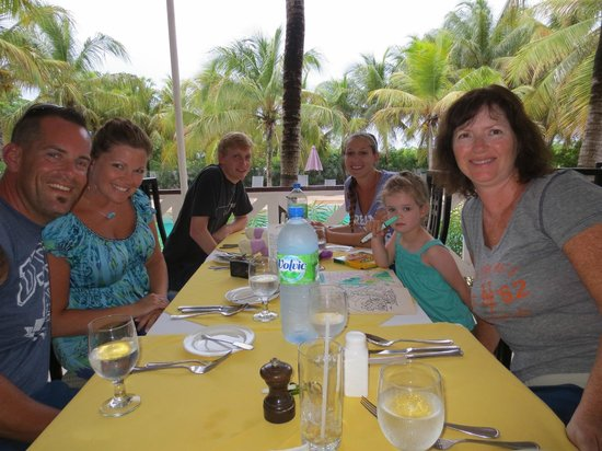 Anacaona Boutique Hotel: Wonderful family dinner @ Firefly restaurant. Great setting!