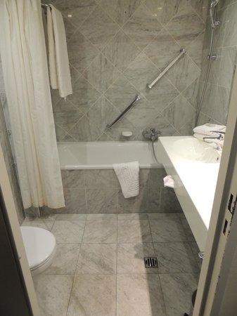 Bedford Hotel & Congress Centre: la salle de bains