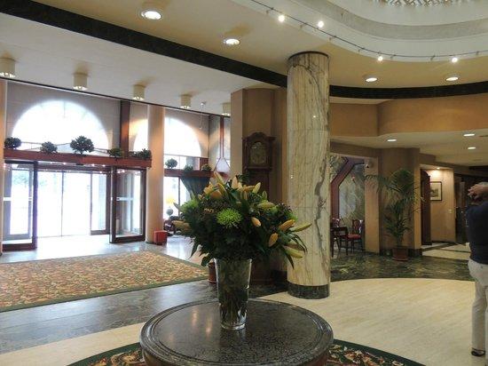 Bedford Hotel & Congress Centre: entrée principale de l hotel