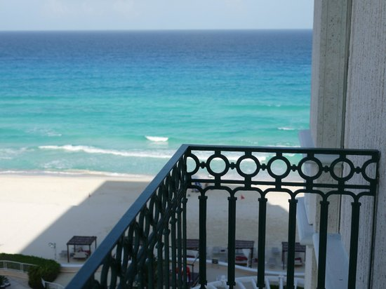 Sandos Cancun Luxury Resort: The view from our room.