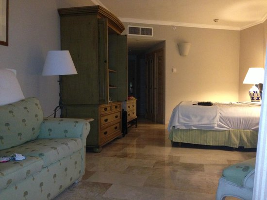 Sandos Cancun Luxury Resort: The room.