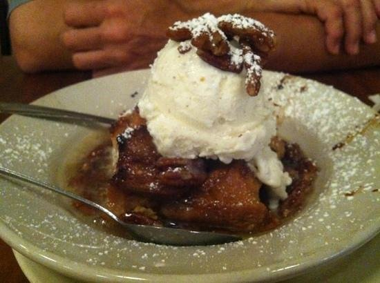 Frank & Lola's Restaurant: bread pudding with ice cream and pecans