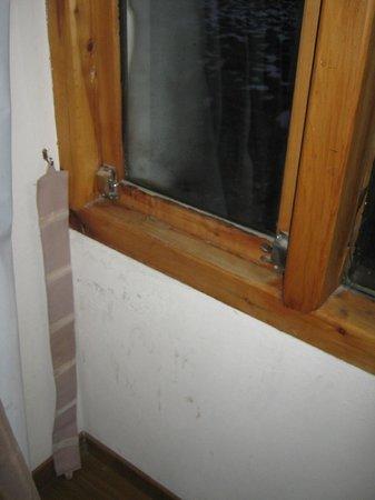 Estancia del Carmen: Defeito na vedação da janela