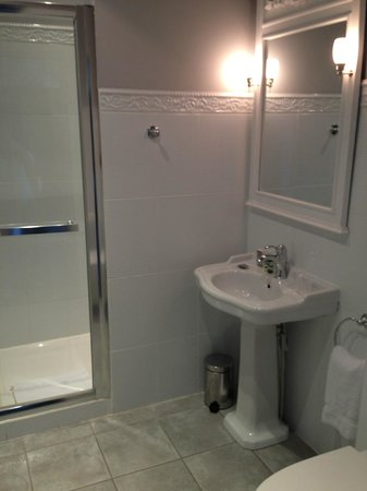 Chateau De Lalande: New bathroom
