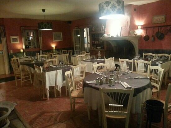 Restaurant la petite maison dans cogolin avec cuisine for Petite cuisine restaurant