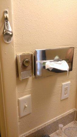 Travelodge South Burlington: Bathroom 1