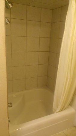 Travelodge South Burlington: Bathroom 2