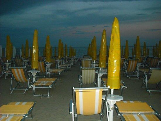 Hotel Oceanic: spiaggia notturna