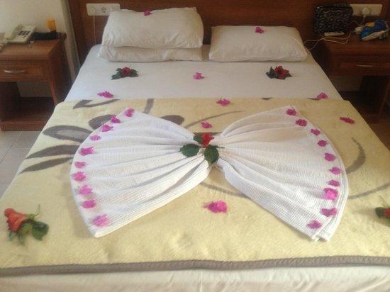 Karbel Beach Hotel: Towel Art by the room cleaners