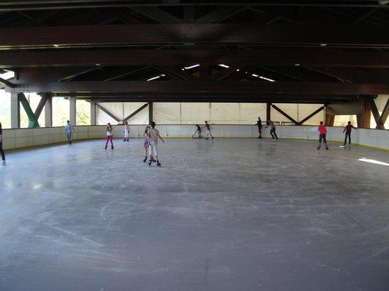 Residence Maeva Le Hameau du Sauget: patinoire aux coches