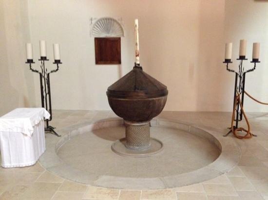 Acerenza: La fonte Battesimale