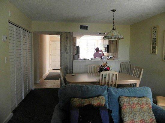 Marathon Key Beach Club: Looking towards kitchen