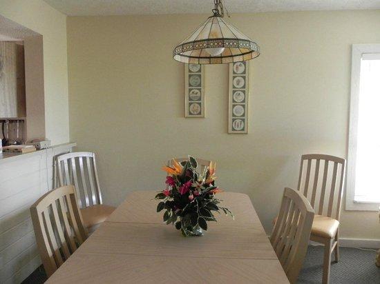 Marathon Key Beach Club: Dining room