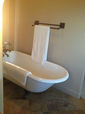 Villa Nel Mondo Bed & Breakfast: Tub