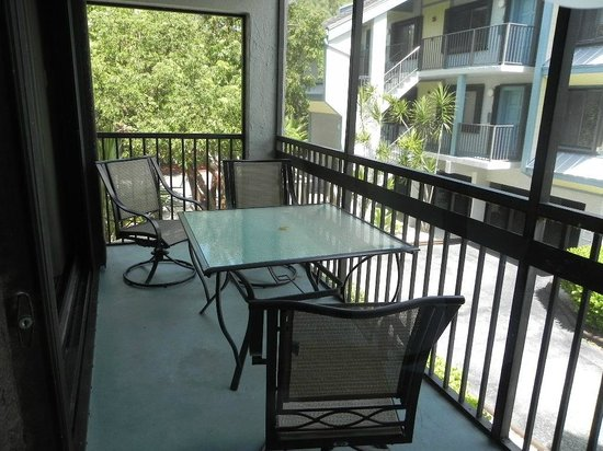 Marathon Key Beach Club: Screened in patio, easily 10+ feet across. Huge.