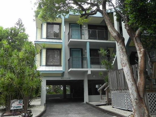 Marathon Key Beach Club: View of Building