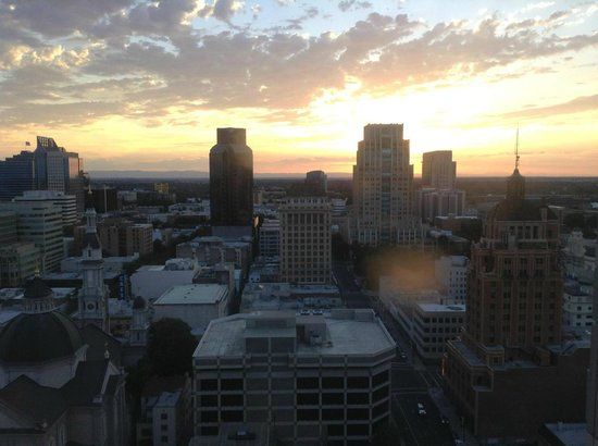 Sheraton Grand Sacramento Hotel: View of sunset from the 24th floor