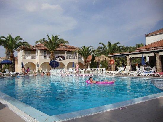 Mentikas Studios: piscina